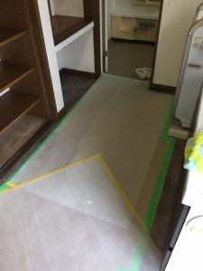 洗面室を養生