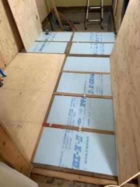 断熱材の施工 床