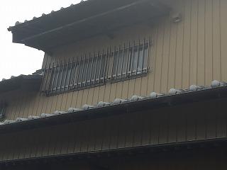窓に柵設置 (1)