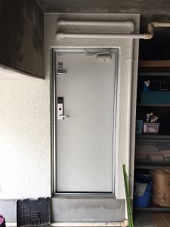 ガレージ出入り口ドア交換