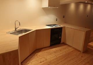 木のキッチン 収納