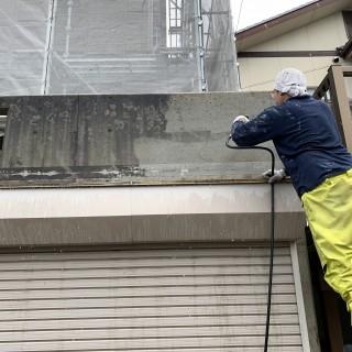 外壁塗装の洗浄作業1