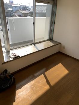 出窓の窓台の日やけ