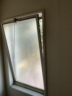 浴室窓 内倒し窓