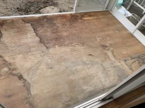 サンルーム床 フローリングの劣化