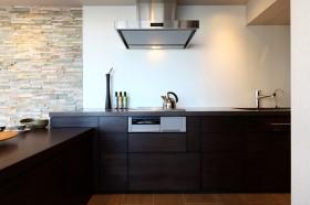 「隠すデザイン」のオーダーキッチン