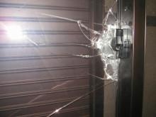 名古屋の工務店 ファインホーム のブログ-割られたガラス1