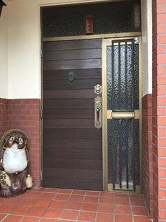 木の玄関ドアAFTER